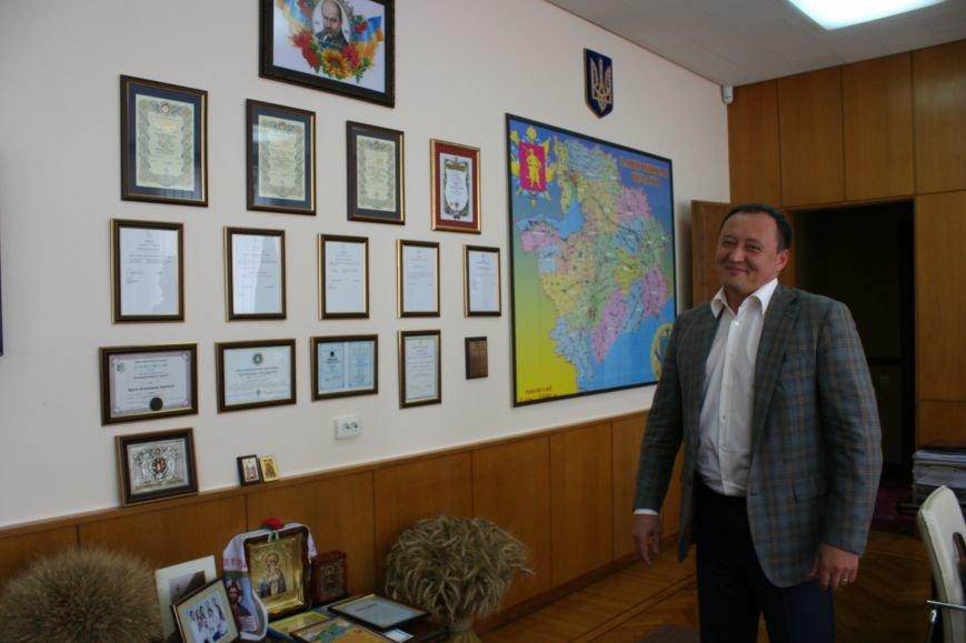 Рабочий стол запорожского губернатора: какими предметами окружил себя Константин Брыль, фото-16