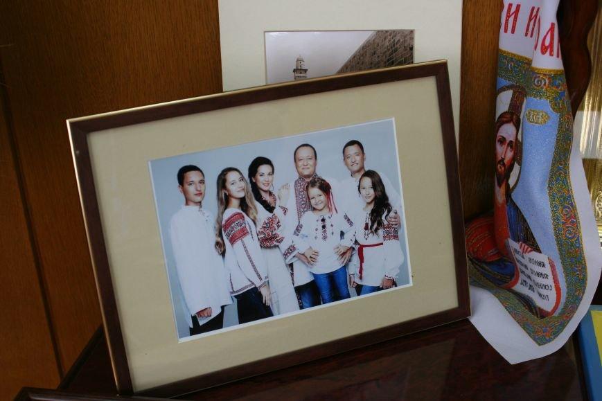 Рабочий стол запорожского губернатора: какими предметами окружил себя Константин Брыль, фото-15