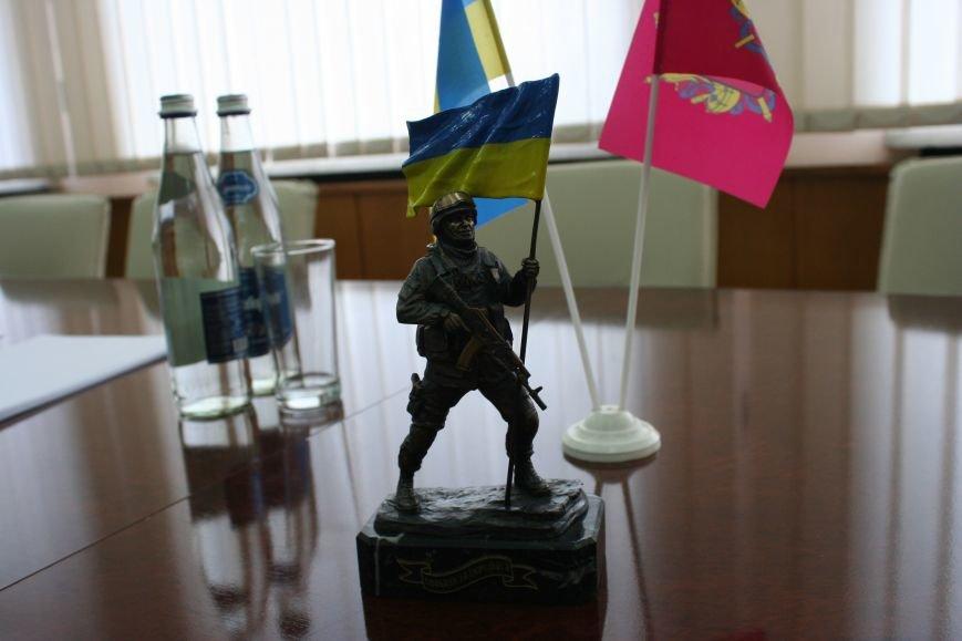 Рабочий стол запорожского губернатора: какими предметами окружил себя Константин Брыль, фото-19
