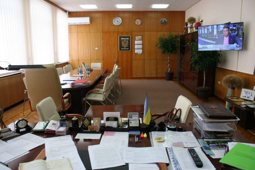 Рабочий стол запорожского губернатора: какими предметами окружил себя Константин Брыль, фото-2