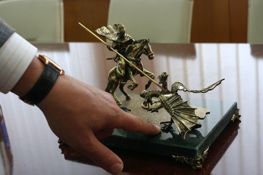 Рабочий стол запорожского губернатора: какими предметами окружил себя Константин Брыль, фото-20