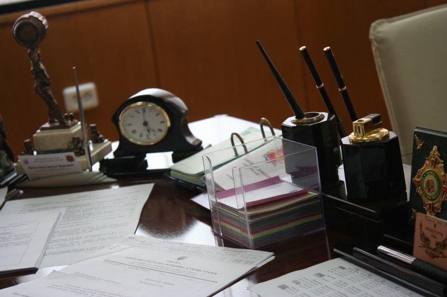 Рабочий стол запорожского губернатора: какими предметами окружил себя Константин Брыль, фото-1