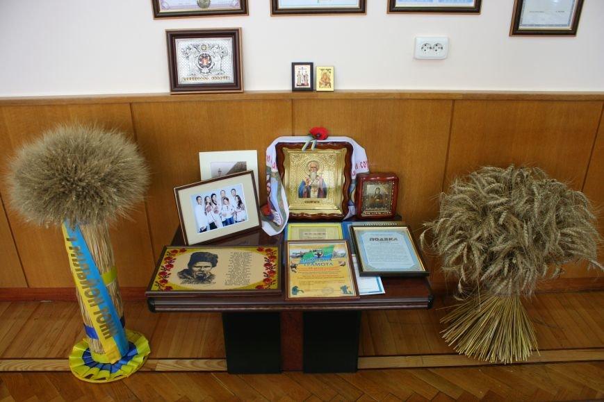 Рабочий стол запорожского губернатора: какими предметами окружил себя Константин Брыль, фото-14