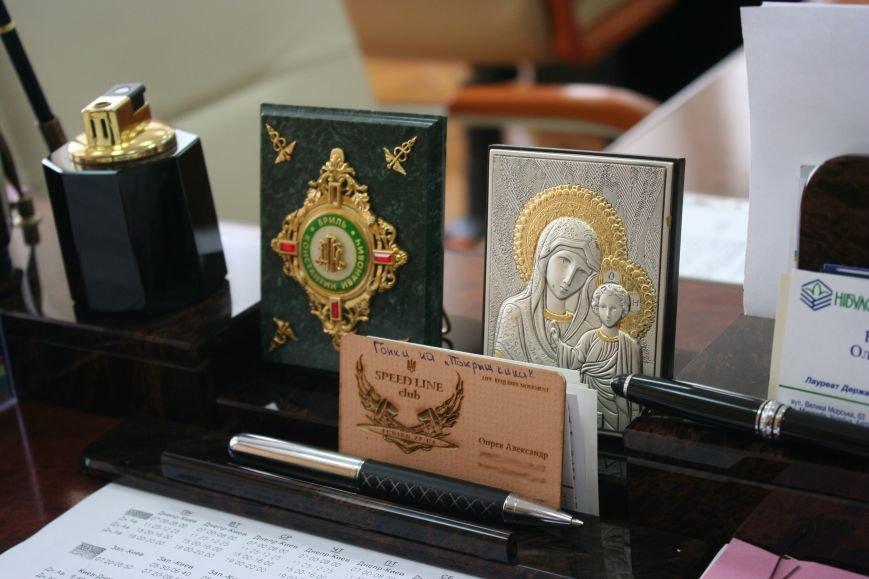 Рабочий стол запорожского губернатора: какими предметами окружил себя Константин Брыль, фото-9