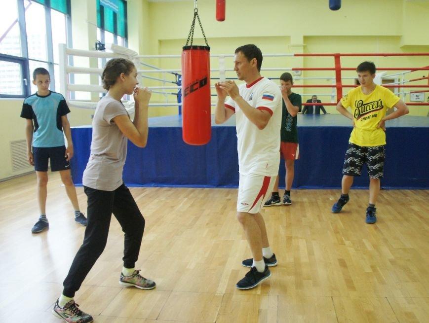 Советник губернатора по спорту тренирует сахалинских боксёров, фото-2