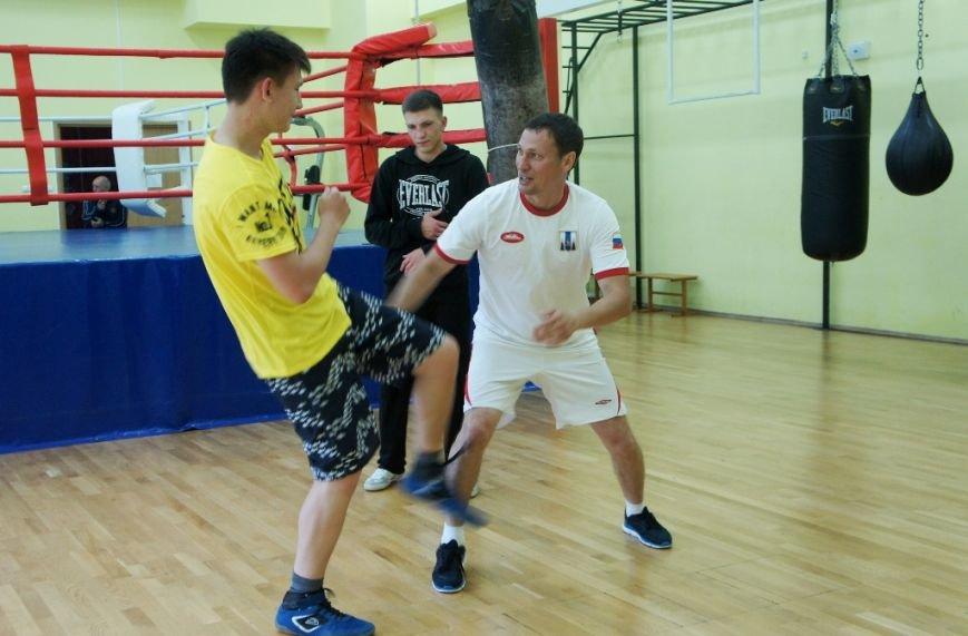 Советник губернатора по спорту тренирует сахалинских боксёров, фото-1