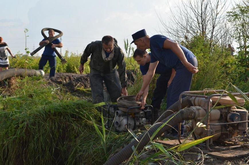 Рано утром в Новочеркасске ликвидировали аварию на водоводе, фото-3