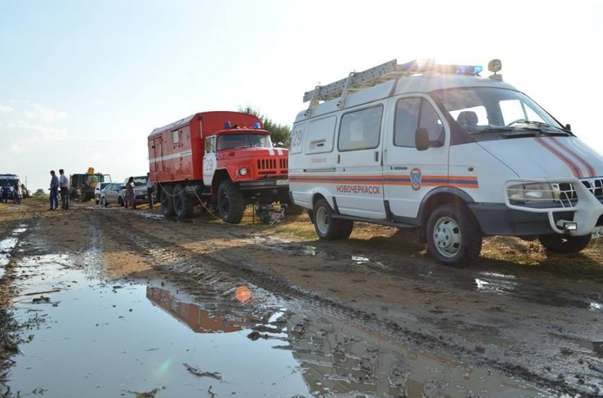 Рано утром в Новочеркасске ликвидировали аварию на водоводе, фото-1