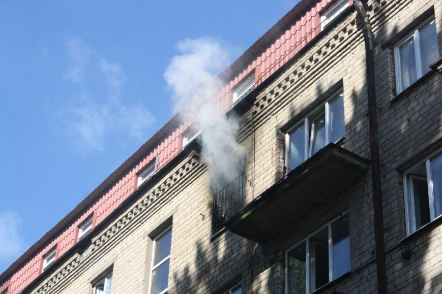В Запорожье вспыхнул пожар в общежитии - эвакуировали 30 человек (ФОТО), фото-6