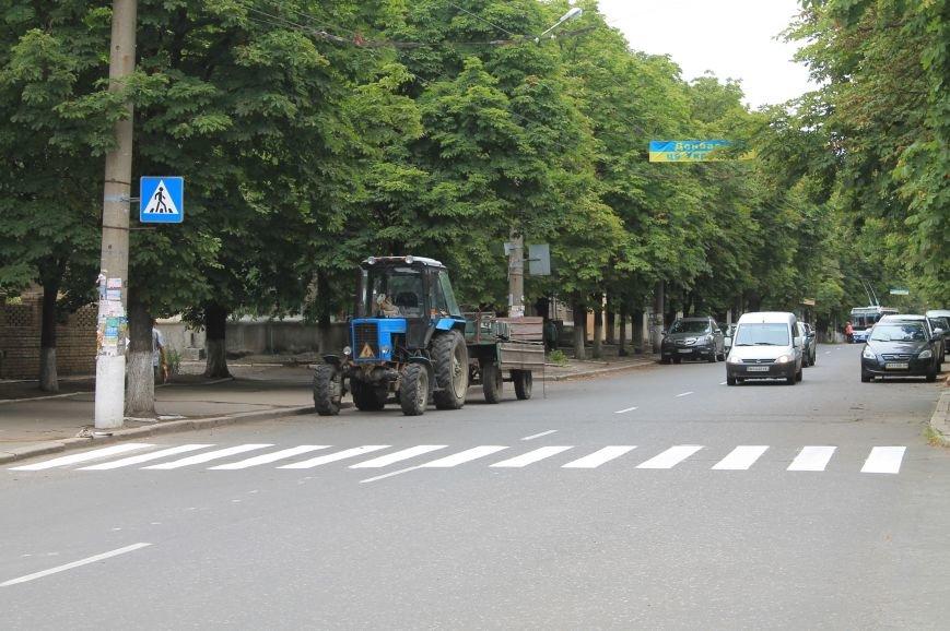 В Бахмуте наносят дорожную разметку (ФОТОФАКТ), фото-2