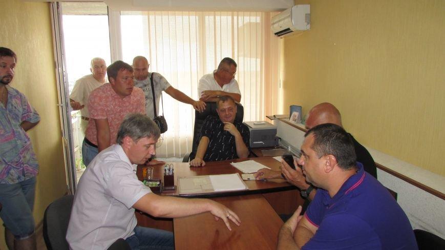 В Мелитополе уже несколько часов продолжается захват муниципального телеканала (фото, видео), фото-3