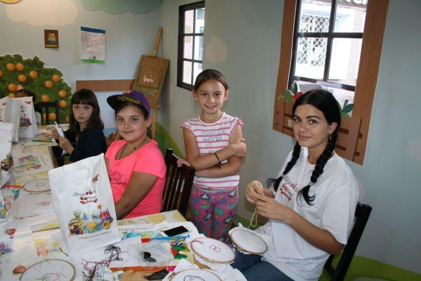 На фестивале варенья прошли мастер-классы по вышиванию для детей Троицка ТиНАО, фото-1