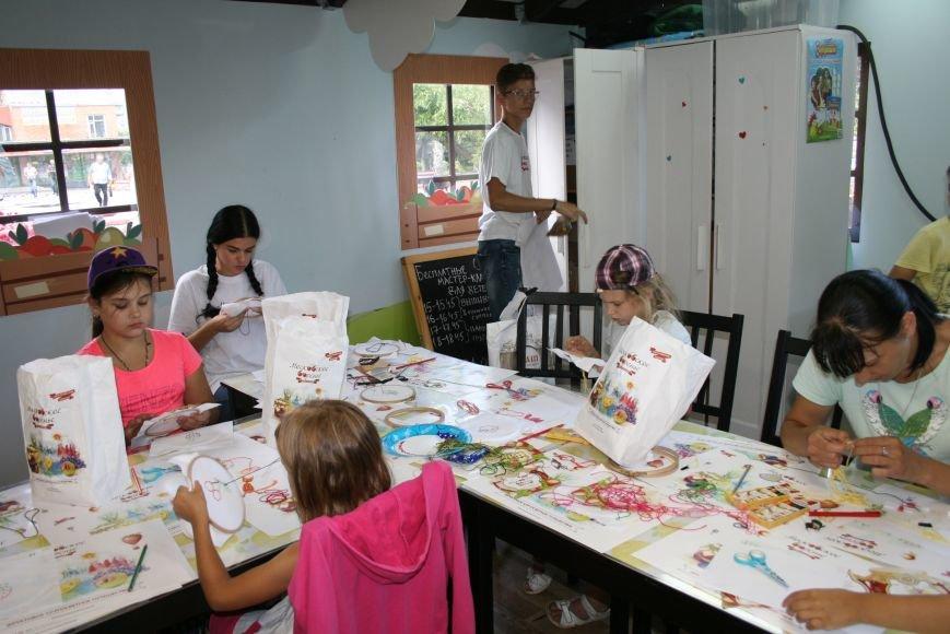 На фестивале варенья прошли мастер-классы по вышиванию для детей Троицка ТиНАО, фото-5
