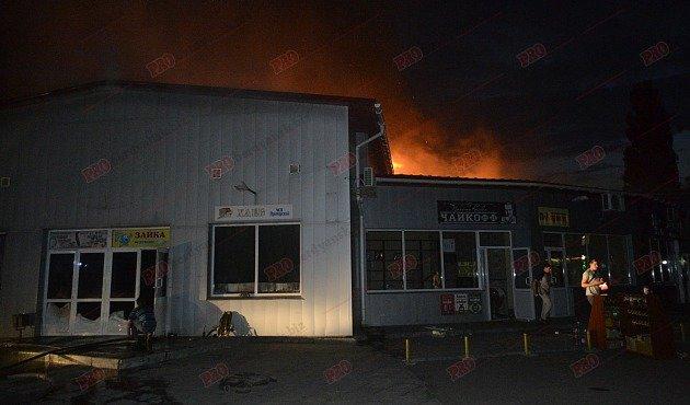 В Бердянске горит рынок - пострадал пожарный (ФОТО), фото-9