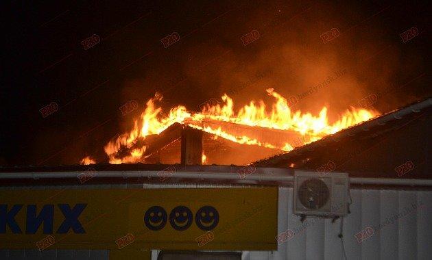 В Бердянске горит рынок - пострадал пожарный (ФОТО), фото-4