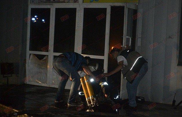 В Бердянске горит рынок - пострадал пожарный (ФОТО), фото-3