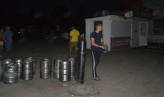 В Бердянске горит рынок - пострадал пожарный (ФОТО), фото-5