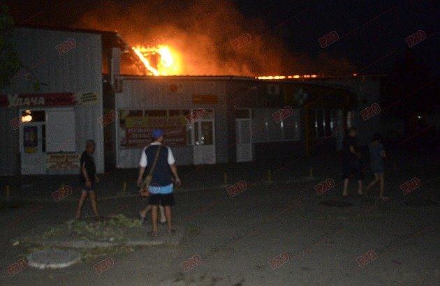 В Бердянске горит рынок - пострадал пожарный (ФОТО), фото-6