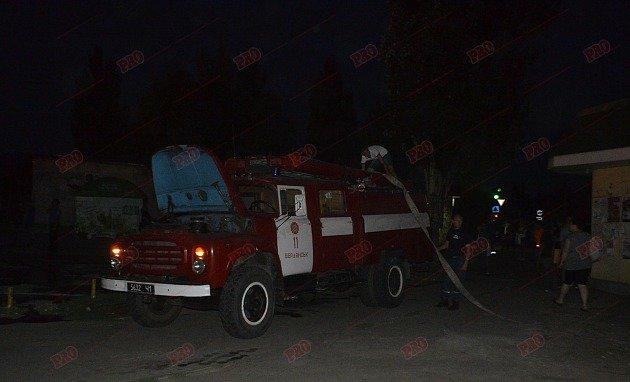 В Бердянске горит рынок - пострадал пожарный (ФОТО), фото-2