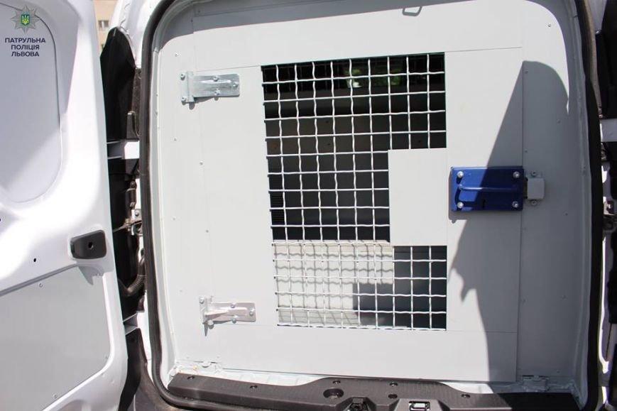 Патрульна поліція Львова отримала у користування автомобілі для зручного перевезення порушників (ФОТО), фото-2