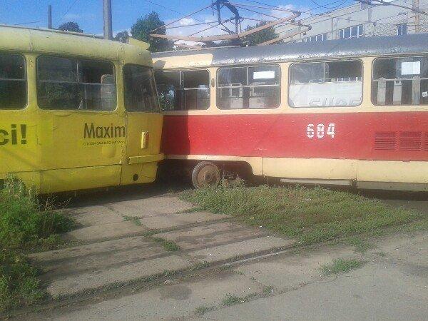 """В Харькове двойной трамвайный """"дрифт"""" (ФОТО), фото-2"""