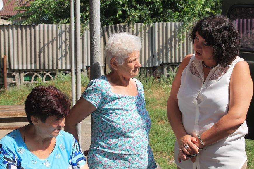 Жителям Забахмутки оказали медицинские услуги в мобильной амбулатории, фото-5