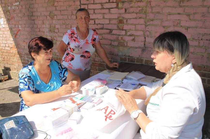 Жителям Забахмутки оказали медицинские услуги в мобильной амбулатории, фото-1