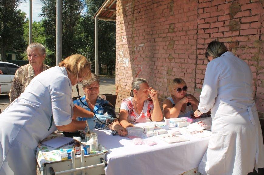 Жителям Забахмутки оказали медицинские услуги в мобильной амбулатории, фото-2