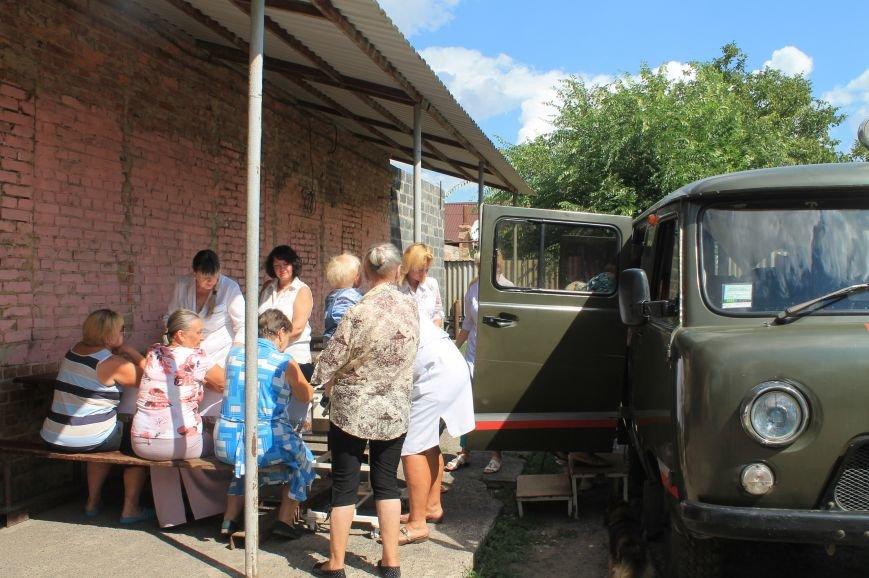 Жителям Забахмутки оказали медицинские услуги в мобильной амбулатории, фото-3