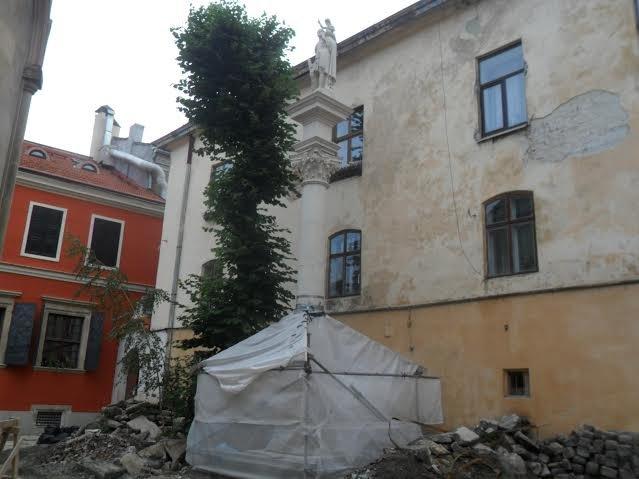 У центрі Львова відновлюють колону Святого Христофора (ФОТО), фото-2