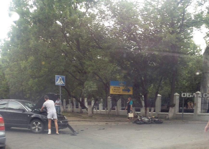 ДТП в Кропивницком: возле больницы мотоцикл столкнулся с автомобилем (ФОТО), фото-5