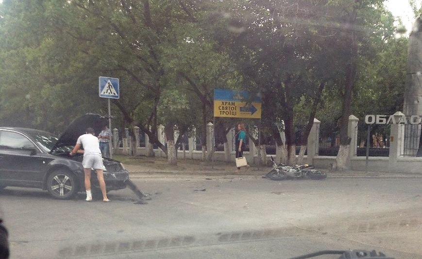 ДТП в Кропивницком: возле больницы мотоцикл столкнулся с автомобилем (ФОТО), фото-1