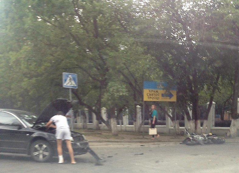 ДТП в Кропивницком: возле больницы мотоцикл столкнулся с автомобилем (ФОТО), фото-2
