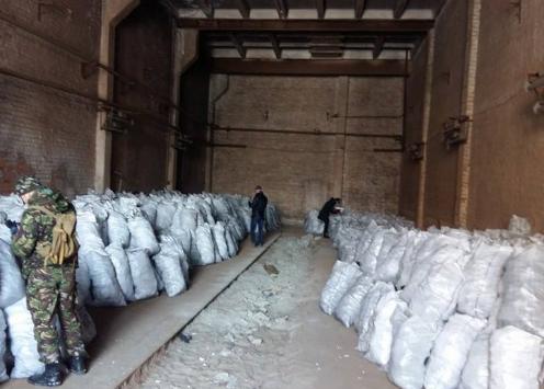 Конотопська прокуратура проводить слідство за фактом незаконного видобутку деревного вугілля в місті та районі, фото-1