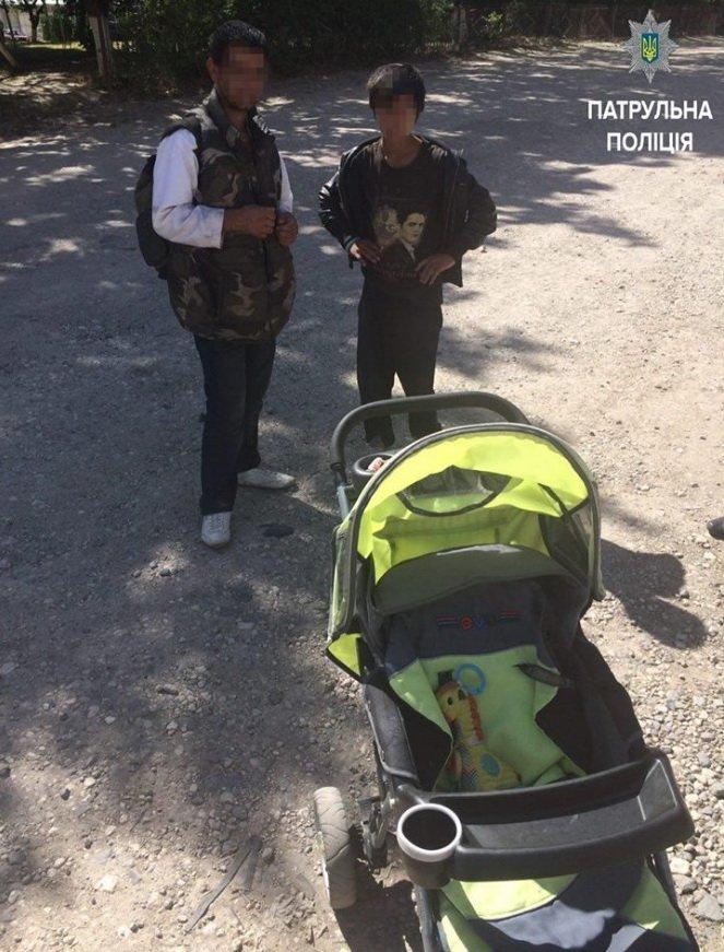 У Тернополі цигани викрали дитячий візок, фото-1