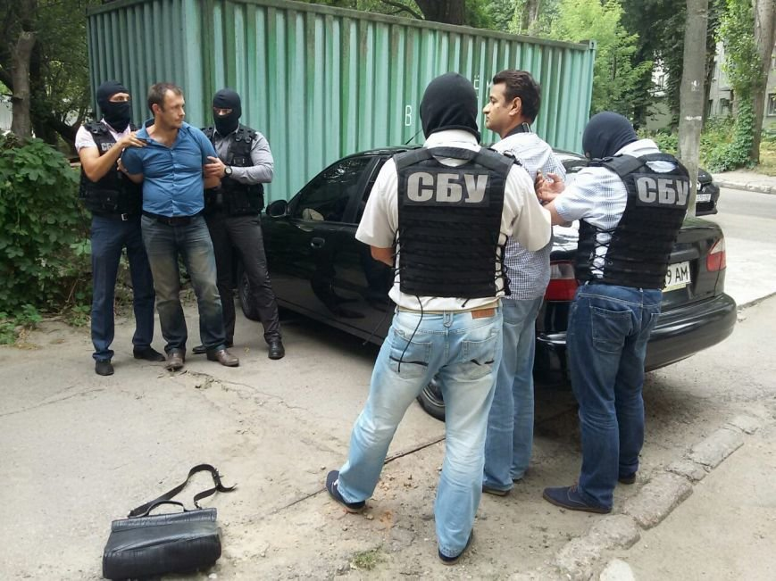 На Кировоградщине СБУ за предложение взятки следователю прокуратуры задержала двух человек (фото, видео задержания), фото-4