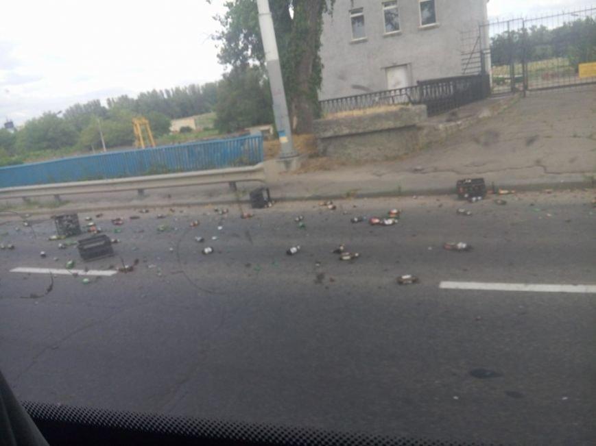 "В Запорожье пробка на плотине: фура ""потеряла"" пиво, - ФОТО, фото-2"