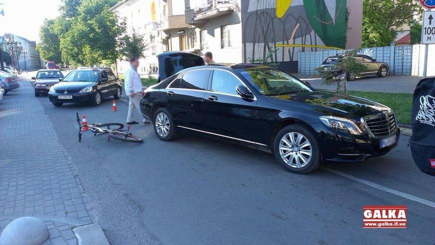 Через власну необережність велосипедист зіткнувся з іномаркою. Фото, фото-3