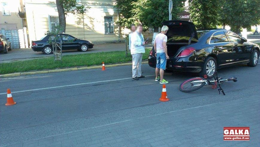 Через власну необережність велосипедист зіткнувся з іномаркою. Фото, фото-1