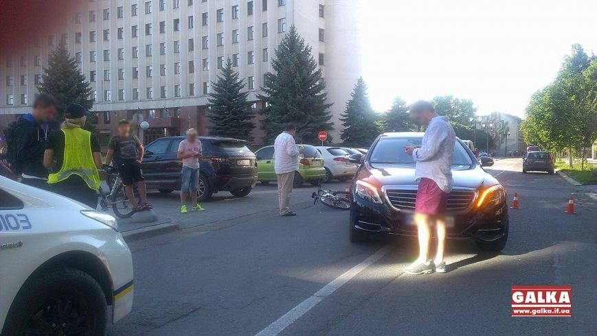 Через власну необережність велосипедист зіткнувся з іномаркою. Фото, фото-4