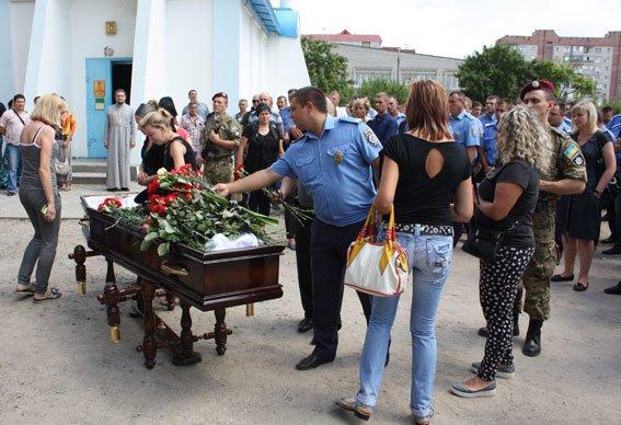 В Запорожской области похоронили 25-летнего полицейского, который разбился в аварии (ФОТО), фото-4