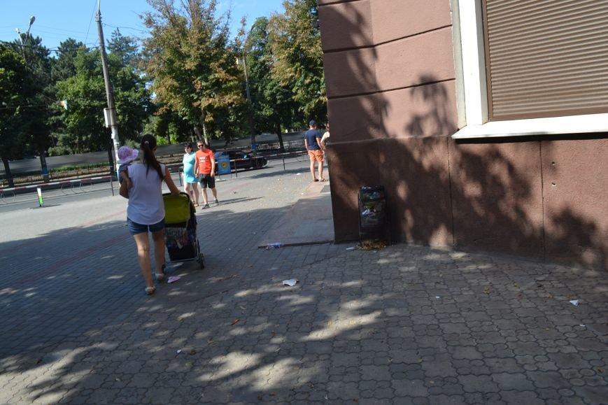 Любимый проспект криворожан утром выходного дня утопает в мусоре (ФОТО), фото-6