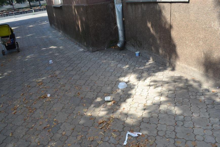 Любимый проспект криворожан утром выходного дня утопает в мусоре (ФОТО), фото-5