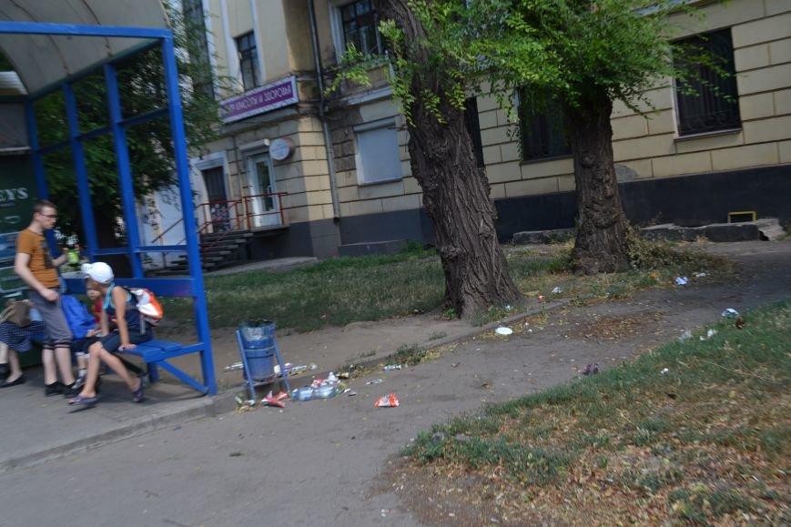 Любимый проспект криворожан утром выходного дня утопает в мусоре (ФОТО), фото-9