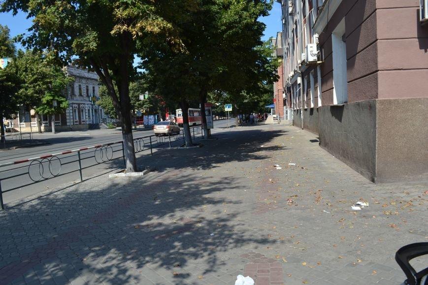 Любимый проспект криворожан утром выходного дня утопает в мусоре (ФОТО), фото-7