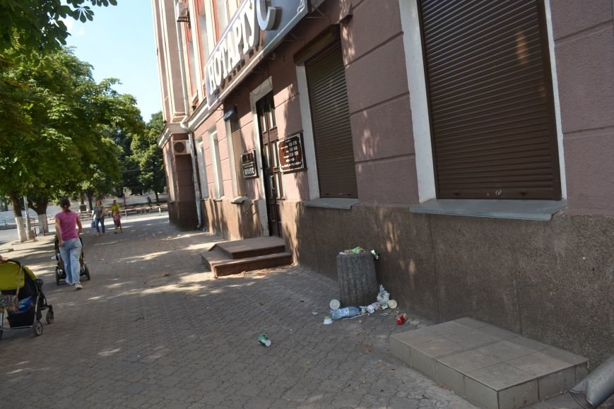 Любимый проспект криворожан утром выходного дня утопает в мусоре (ФОТО), фото-4