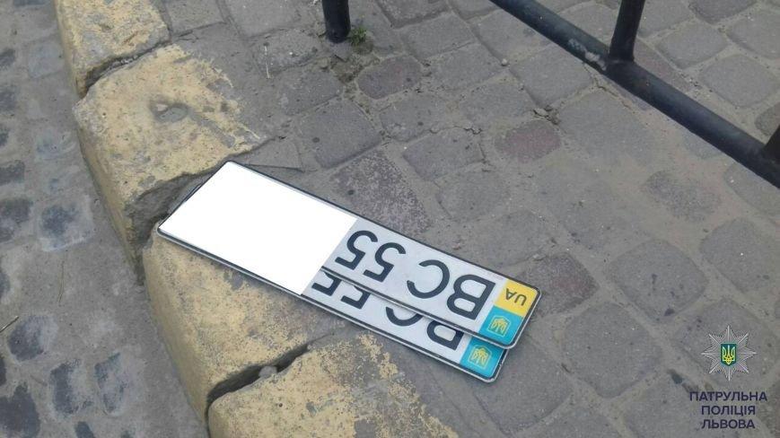 На вулиці Івана Франка патрульні затримали автомобіль, який перебував у розшуку (ФОТО), фото-2