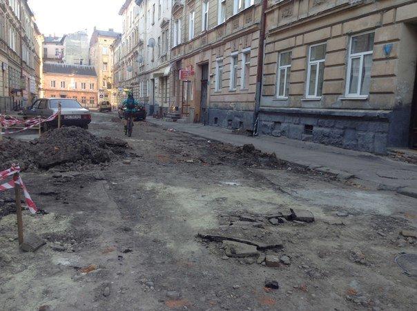 У Галицькому районі ремонтують вулицю Таманську: як проходить ремонт (ФОТО), фото-7