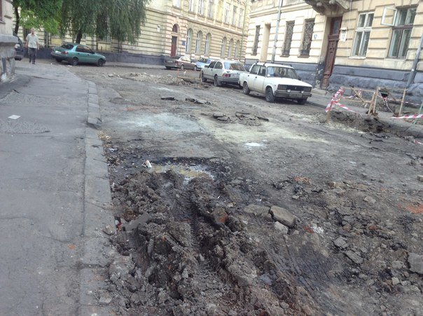 У Галицькому районі ремонтують вулицю Таманську: як проходить ремонт (ФОТО), фото-9