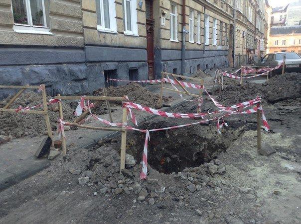 У Галицькому районі ремонтують вулицю Таманську: як проходить ремонт (ФОТО), фото-3